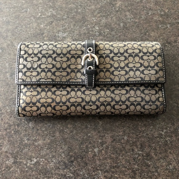 Coach Handbags - VGUC Coach Wallet